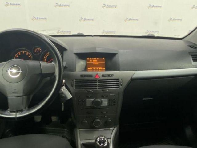Купить б/у Opel Astra, 2006 год, 105 л.с. в России