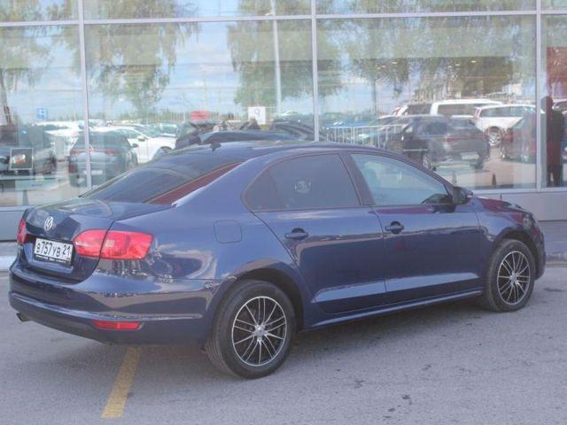 Купить б/у Volkswagen Jetta, 2013 год, 105 л.с. в России